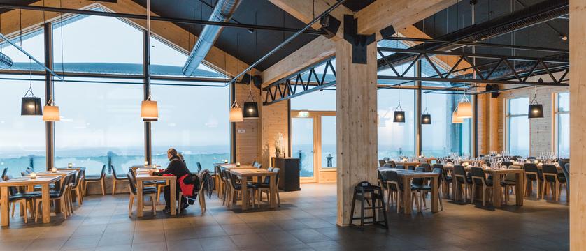 StarArctic_Lobby_Restaurant.jpg
